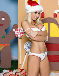 Jessica Lynn promotes the Christmas spirit year-round, especially since she relishes playing the naughty and nude Santa's helper elf with her spe