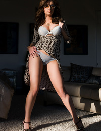 Taylor Vixen prepares for an evening of wild sex, performing some erotic yoga warm-up stretches and leg splits on her couch to get into the mood!